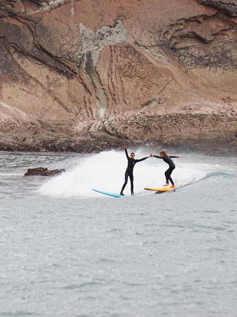 Surf durante Surf Camp en Surfing Zumaia