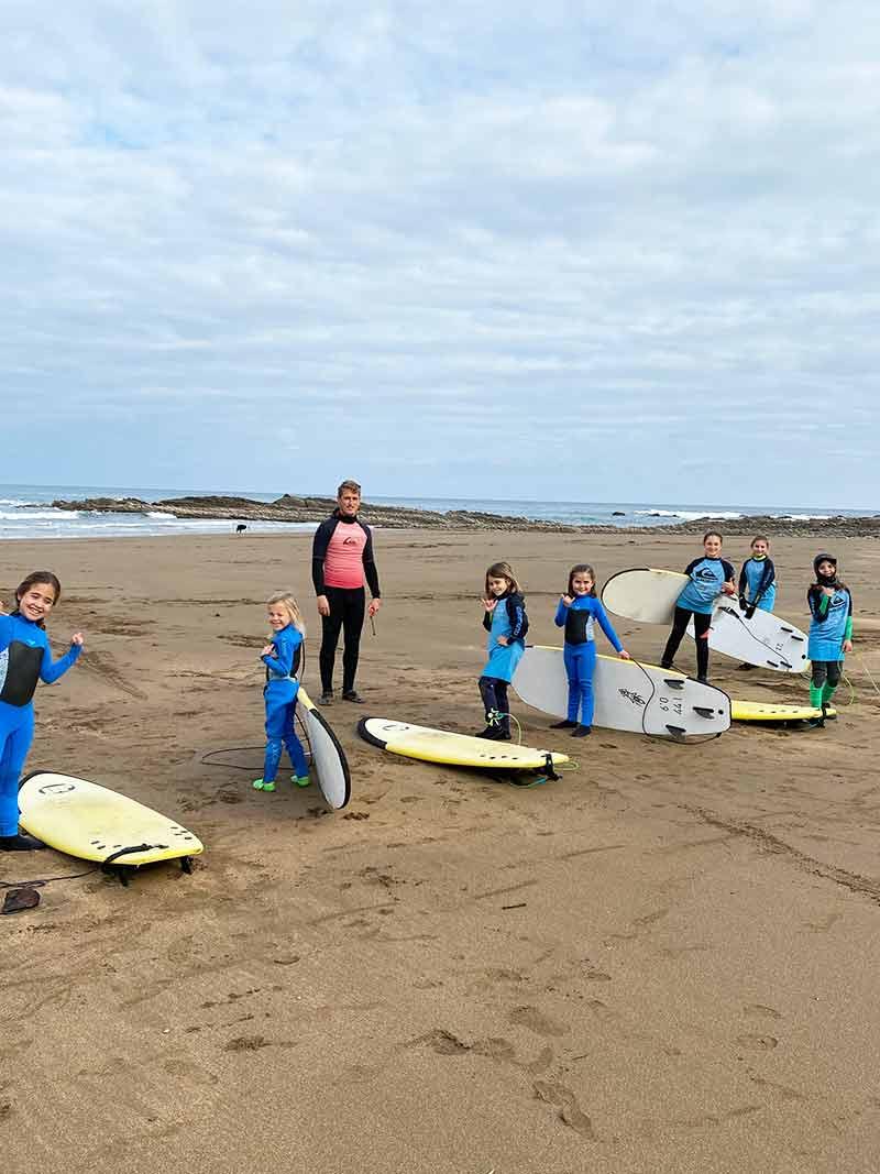Clase de surf en el Surf Camp - Surfing Zumaia